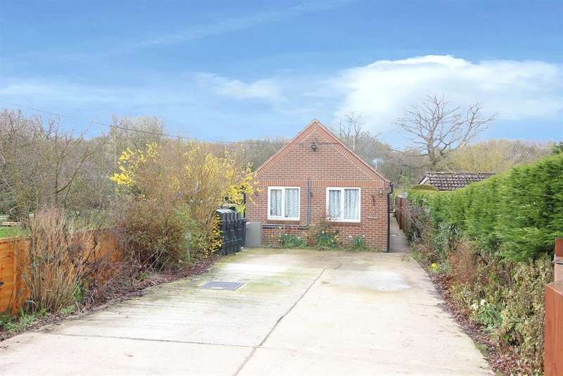 3 Bedrooms Bungalow for sale in Bromley Green Road, Ruckinge, ashford, TN26 2EF