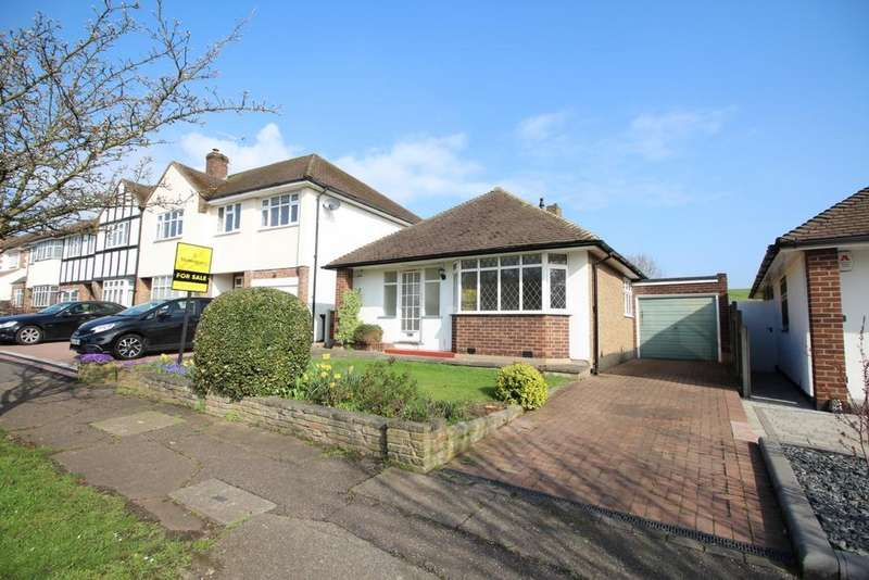3 Bedrooms Bungalow for sale in Dukes Avenue, Theydon Bois, CM16