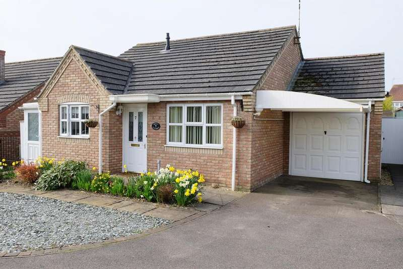 2 Bedrooms Detached House for sale in Thomas Sully Close, Horncastle, Lincs, LN9 5GF