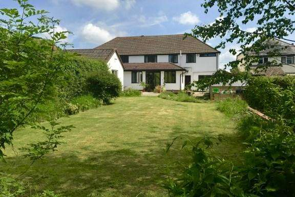 6 Bedrooms Detached House for sale in Plomer Green Lane, Downley