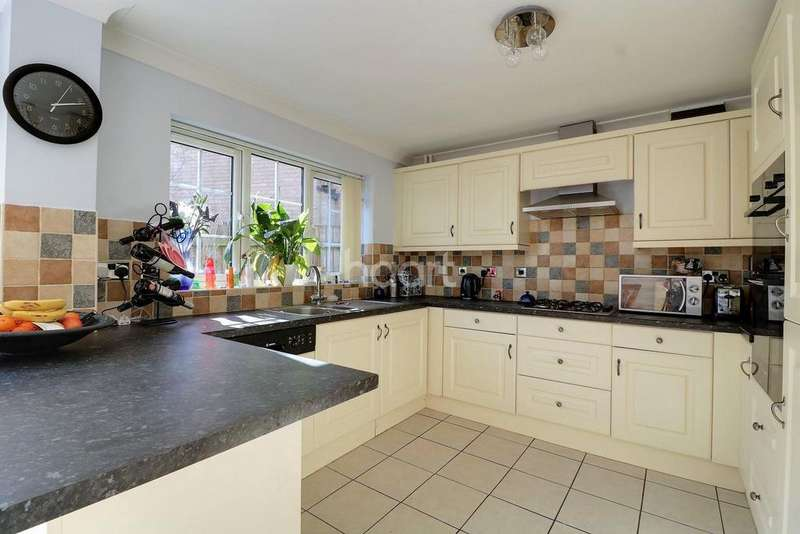 4 Bedrooms Detached House for sale in Kingfisher Close, Thetford