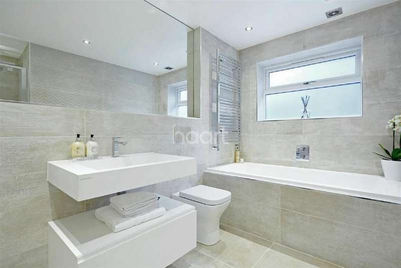 2 Bedrooms End Of Terrace House for sale in Stoak Court, Dorking High Street