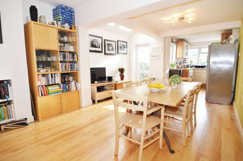 2 Bedrooms Terraced House for sale in Springfield Road, Teddington, TW11