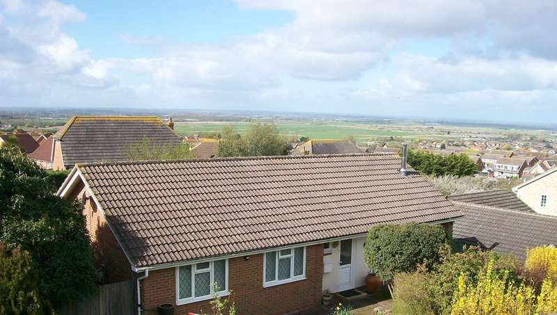 3 Bedrooms Detached Bungalow for sale in Linnet Avenue, Whitstable
