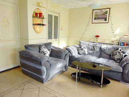 3 Bedrooms Flat for sale in New Priory Court, 61 Mazenod Avenue, London