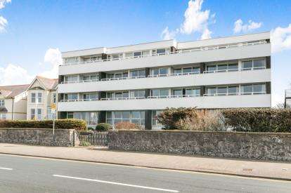 2 Bedrooms Flat for sale in Glendower Court, Rhyl, Denbighshire, LL18
