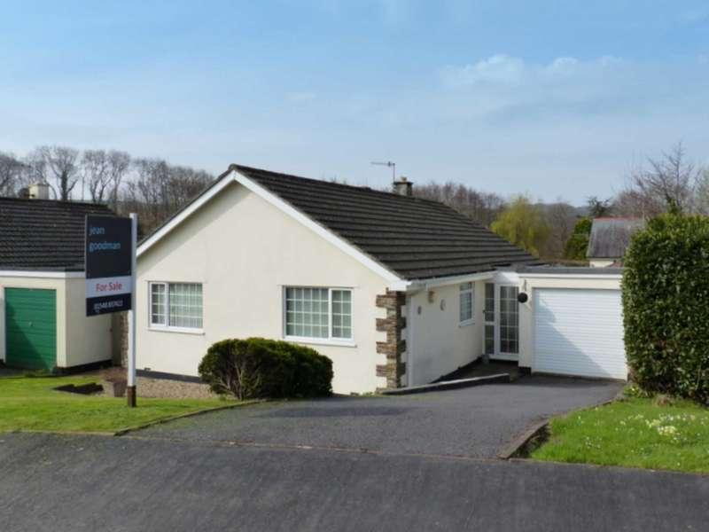 3 Bedrooms Detached Bungalow for sale in Home Close, Chillington