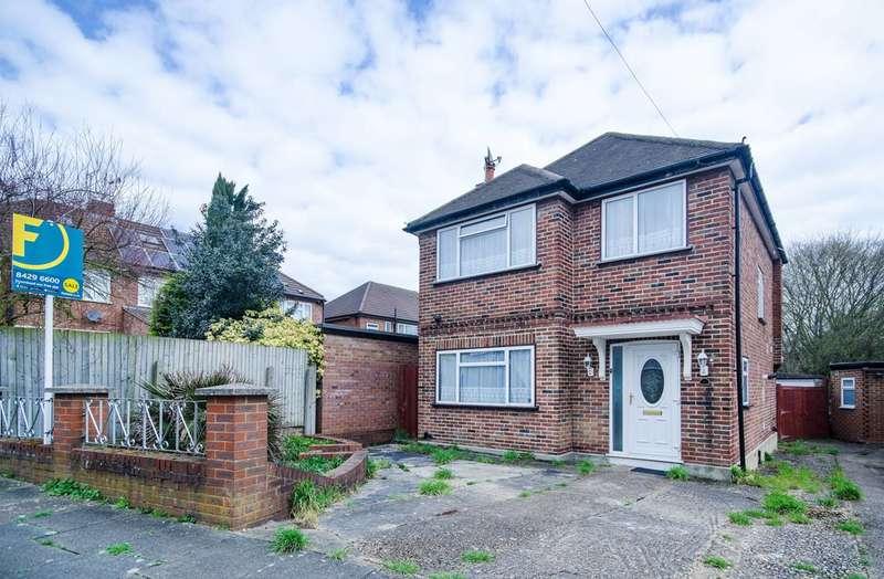 3 Bedrooms Detached House for sale in Wynchgate, Harrow Weald, HA3