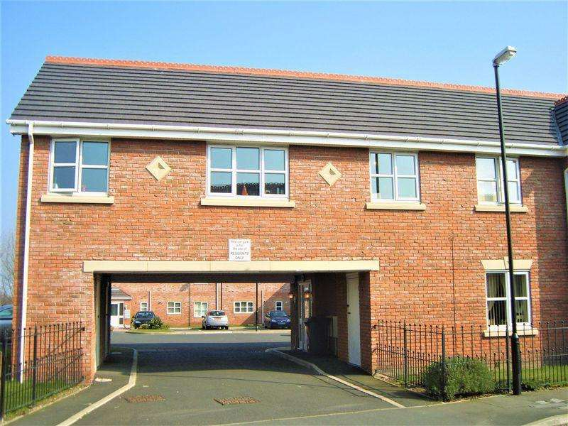 2 Bedrooms Apartment Flat for sale in Delph Drive, Burscough, Ormskirk