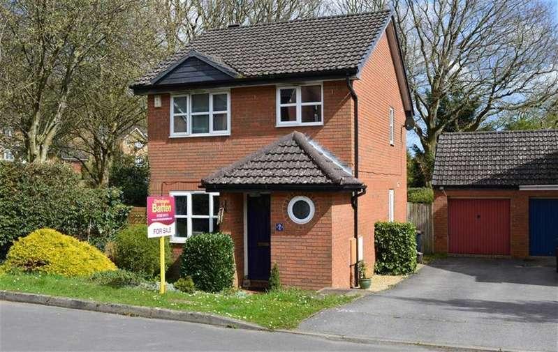 3 Bedrooms Detached House for sale in Suffolk Close, Wimborne, Dorset