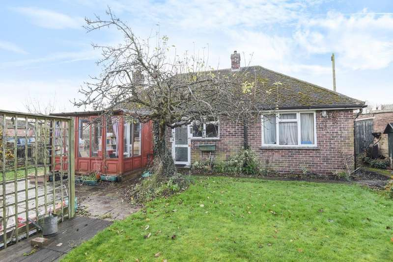 2 Bedrooms Detached Bungalow for sale in Wash Common, Newbury, RG14