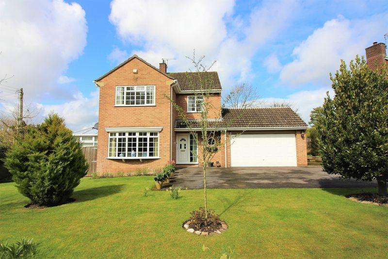 4 Bedrooms Detached House for sale in Monmouth Court, Chard
