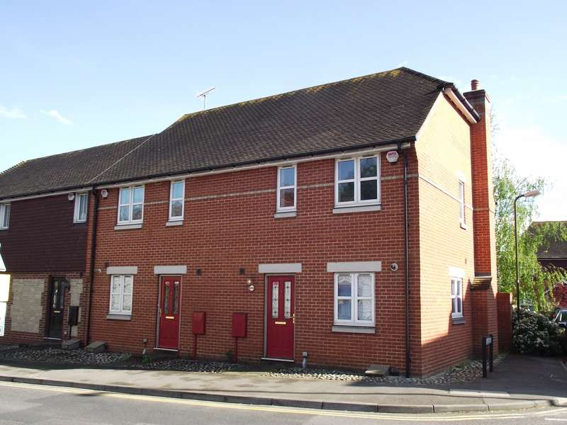 2 Bedrooms House for rent in Swan Corner, Pulborough, RH20