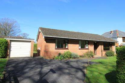 3 Bedrooms Bungalow for sale in New Milton, Hampshire