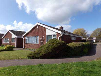 2 Bedrooms Bungalow for sale in Ruffs Furze, Oakley, Bedford, Bedfordshire