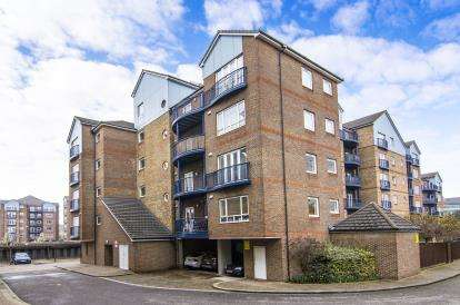 2 Bedrooms Flat for sale in Argent Street, Grays, Essex