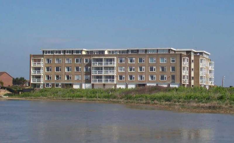 2 Bedrooms Flat for sale in West Beach, Shoreham-By-Sea