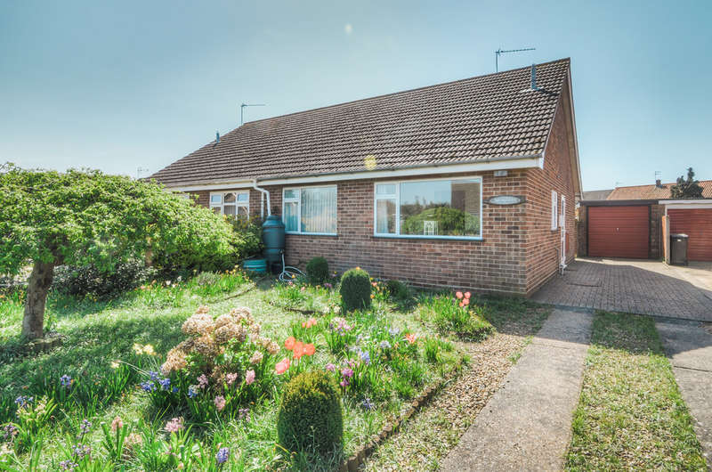 2 Bedrooms Semi Detached Bungalow for sale in Turner Close, Ditchingham