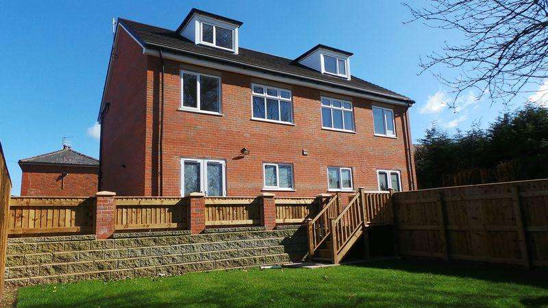 4 Bedrooms Semi Detached House for sale in Yewlands Avenue, Leyland