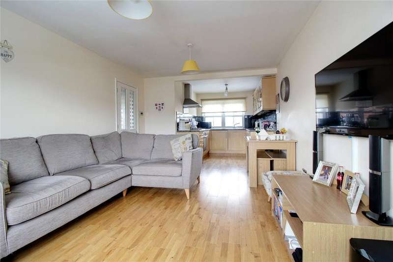 2 Bedrooms Maisonette Flat for sale in Dunbar Drive, Woodley, Reading, Berkshire, RG5