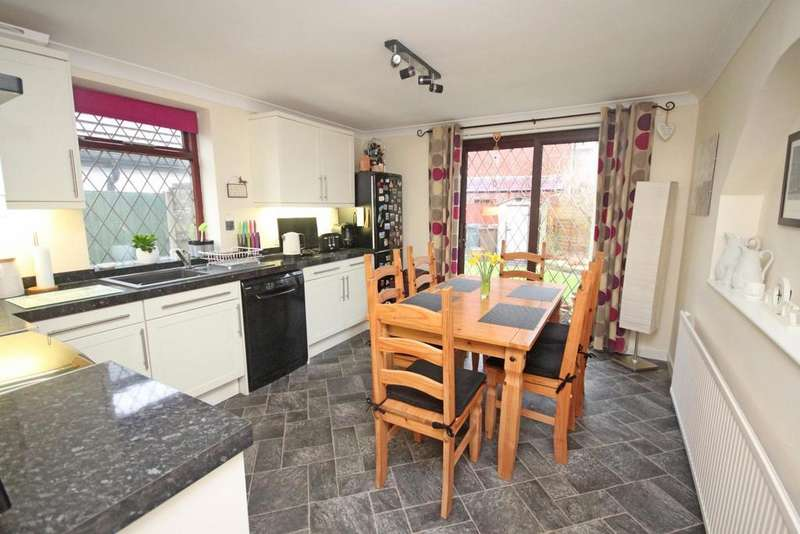 2 Bedrooms Detached Bungalow for sale in Shellfield Road, Southport