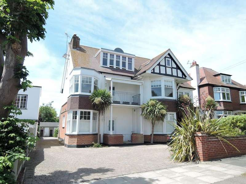 2 Bedrooms Apartment Flat for sale in Third Avenue, Frinton-on-Sea