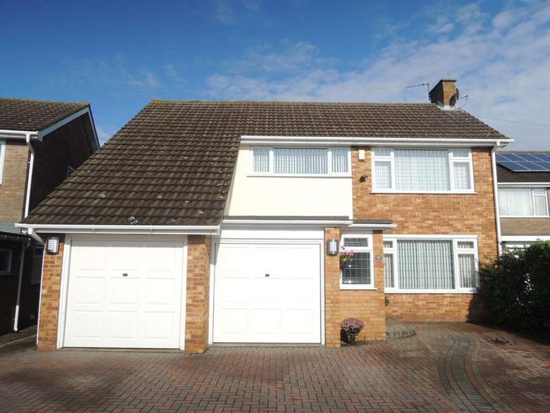 4 Bedrooms Detached House for sale in Vermont Close, Clacton-on-Sea