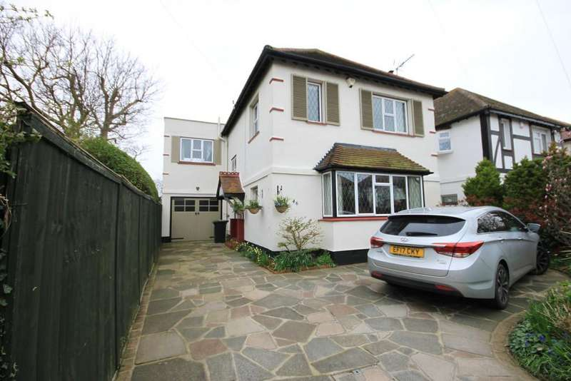 4 Bedrooms Detached House for sale in Earls Hall Avenue, Southend-on-Sea