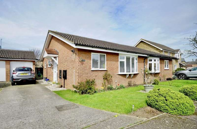 2 Bedrooms Semi Detached Bungalow for sale in Laburnum Road, Sandy