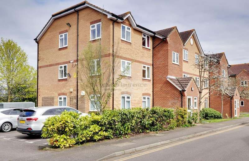 2 Bedrooms Flat for sale in Gainsborough Road, Hayes UB4