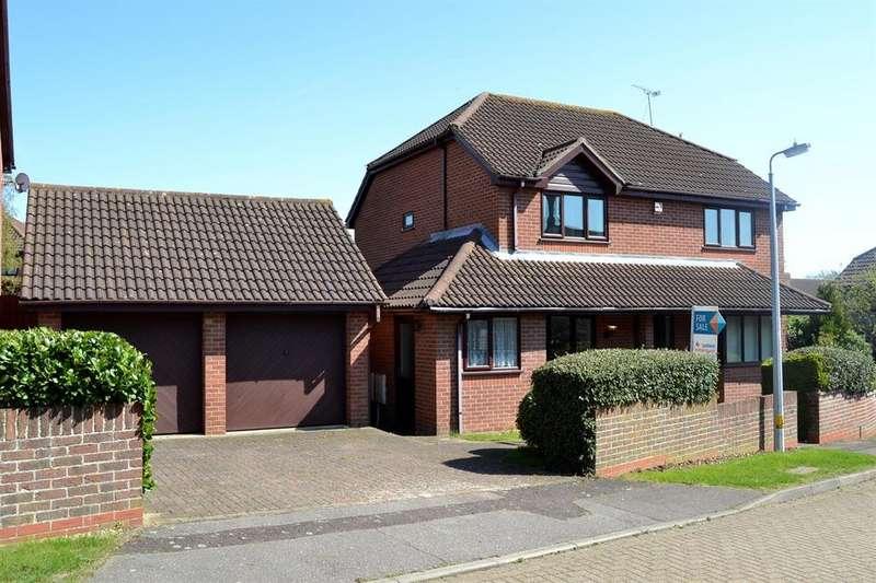 4 Bedrooms Detached House for sale in Hillridge, Highwoods, Colchester