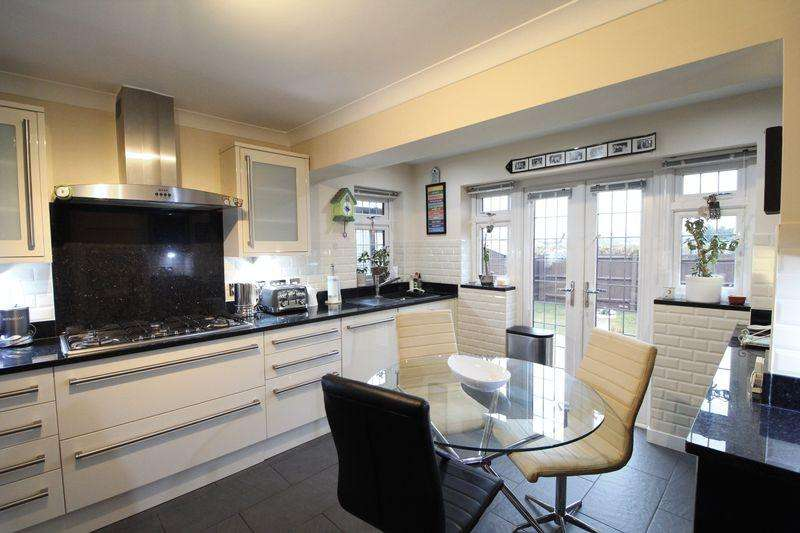 3 Bedrooms Detached House for sale in Iverhurst Close, Bexleyheath