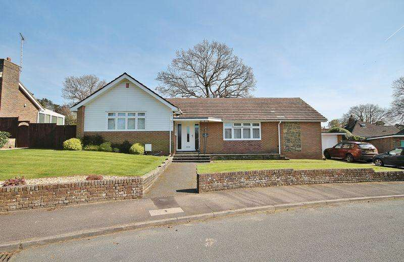 3 Bedrooms Detached Bungalow for sale in Nightingale Close, Storrington