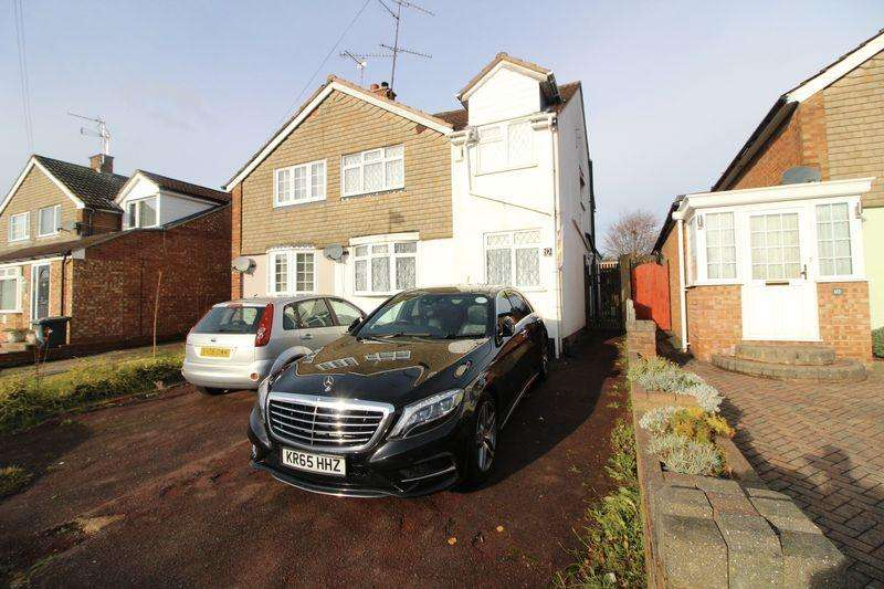3 Bedrooms Semi Detached House for sale in Lovely Family Home on Watermead Road, Limbury