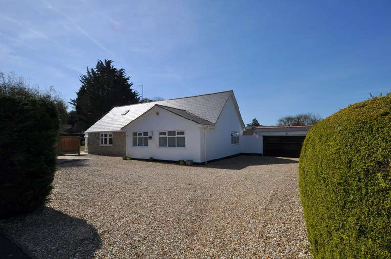 3 Bedrooms Detached Bungalow for sale in Ashley Heath, Ringwood, BH24 2JE