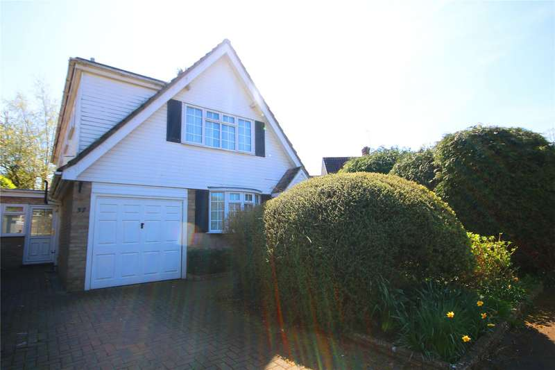 5 Bedrooms Detached House for sale in Waverley Drive, Chertsey, Surrey, KT16