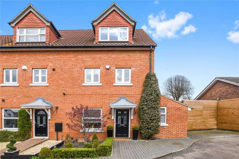 4 Bedrooms House for sale in Turners Court, Abridge, Romford, Essex, RM4