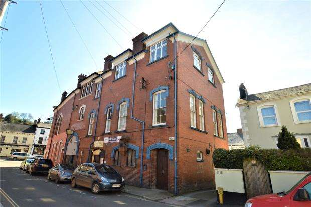 2 Bedrooms Flat for sale in Crediton Conservative Club, Searle Street, Crediton, Devon