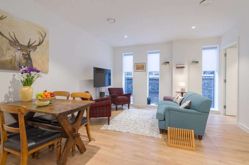 2 Bedrooms Flat for rent in Star Yard, Holborn, WC2A