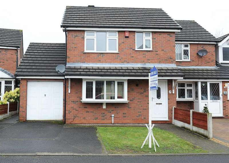 3 Bedrooms Semi Detached House for sale in 4 Richbell Close, Irlam M44 5DG