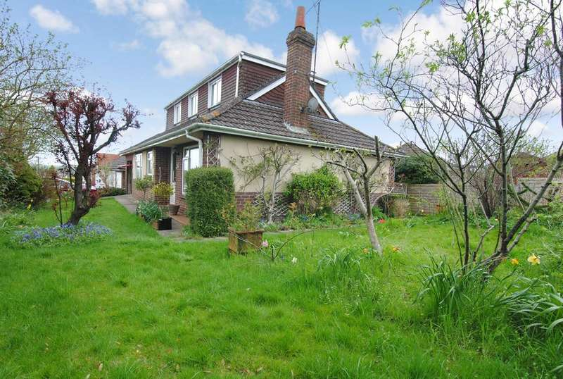 3 Bedrooms Chalet House for sale in Stonehenge Road, Durrington, Salisbury, SP4 8BW