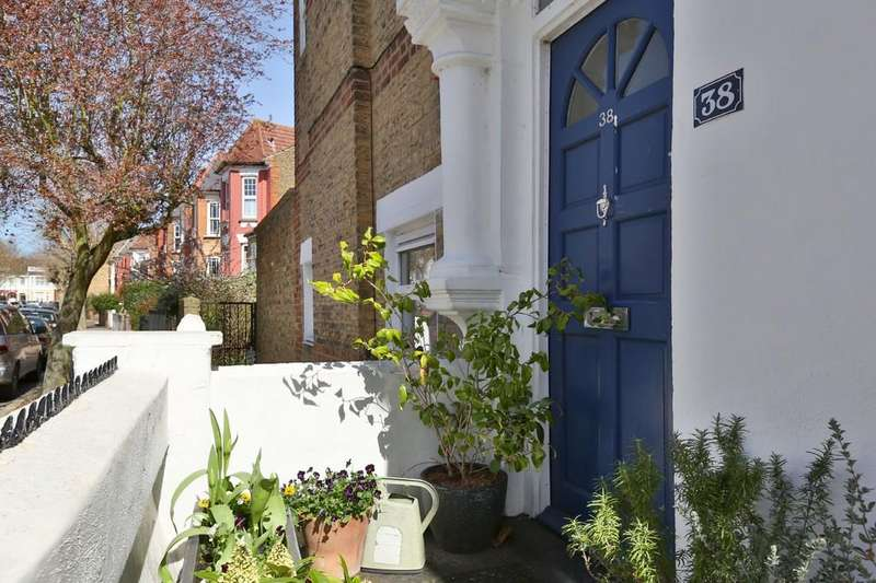 2 Bedrooms Maisonette Flat for sale in Dunsmure Road, London