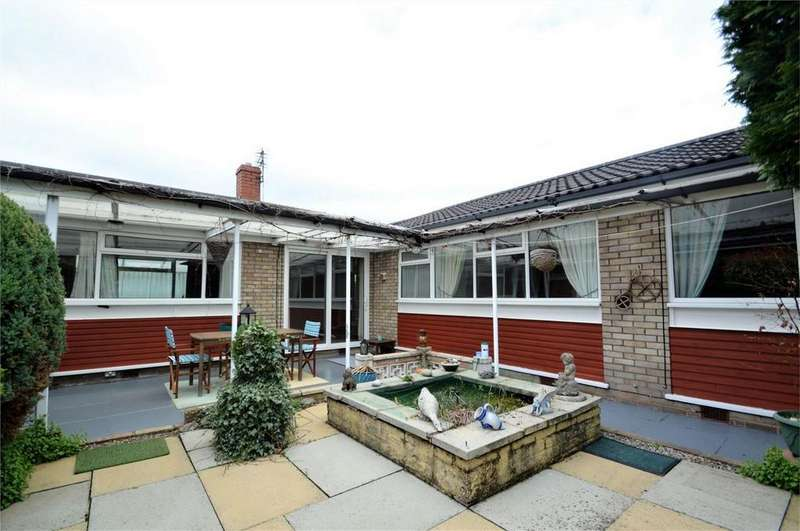 4 Bedrooms Terraced Bungalow for sale in Greenoak Drive, SALE, Greater Manchester
