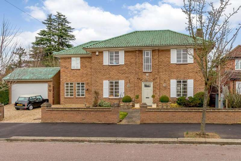 5 Bedrooms Detached House for sale in Devereux Drive, Watford