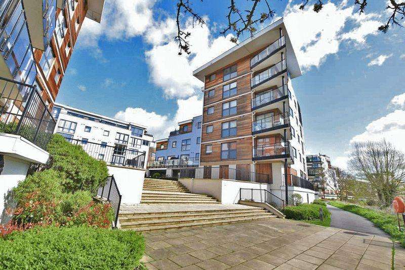 2 Bedrooms Apartment Flat for sale in Clifford Way, Maidstone