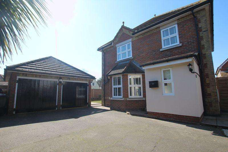 4 Bedrooms Detached House for sale in Wheatfields, Rochford