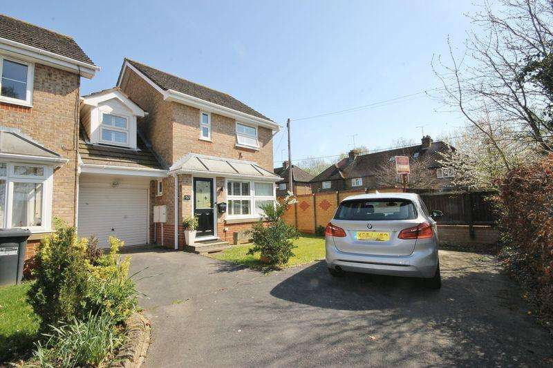 3 Bedrooms Semi Detached House for sale in Valentine Drive, Burgess Hill, West Sussex
