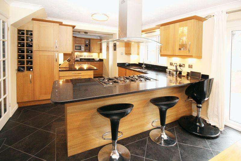 3 Bedrooms Detached House for sale in Maidenbower, Crawley