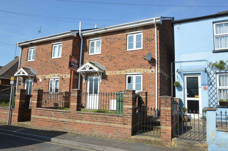 3 Bedrooms Semi Detached House for sale in CENTRAL RYDE
