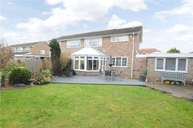3 Bedrooms Semi Detached House for sale in Mayflower Way, Beaconsfield